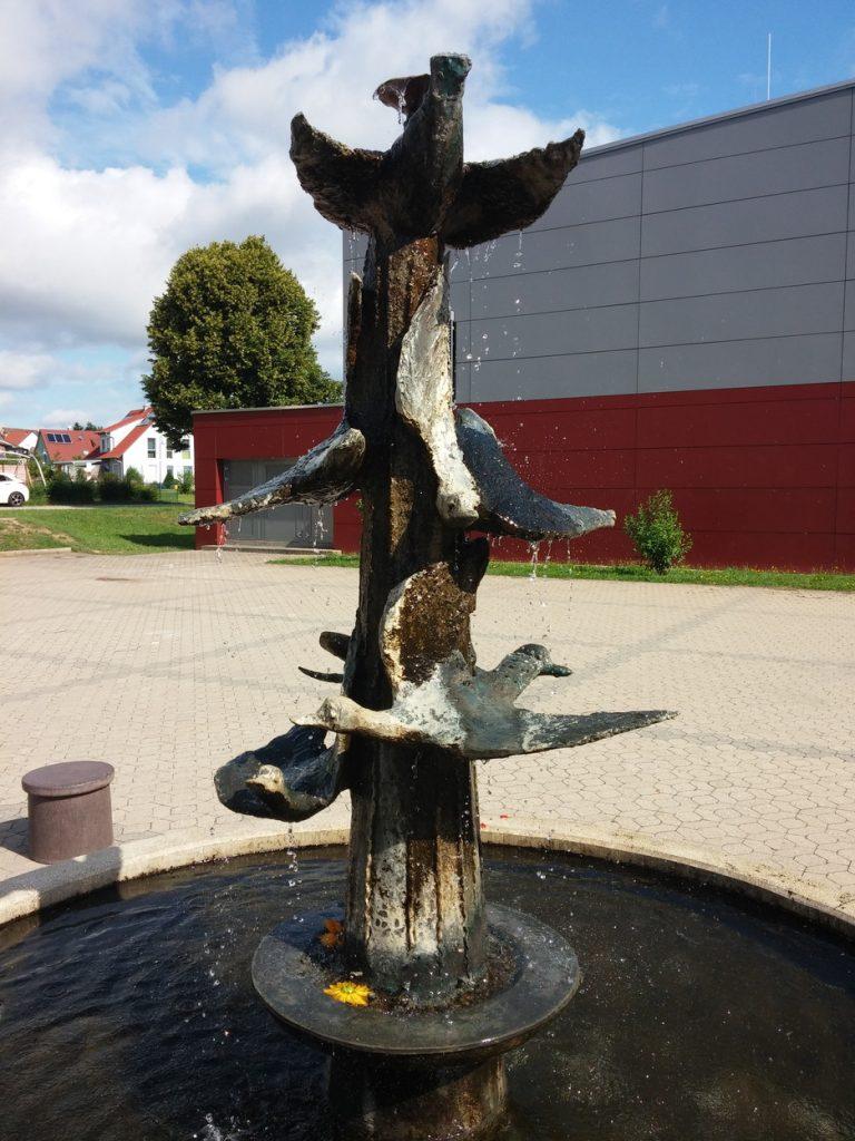 Brunnen im Pausenhof der Grund- und Mittelschule Lichtenau